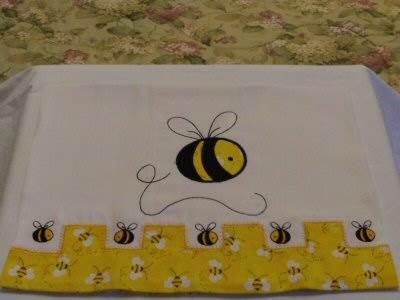 Mirtas Bee Burp Cloth 2