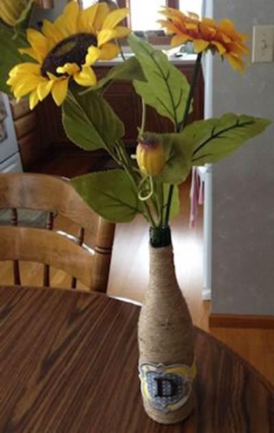 Nancy Frame It Applique Vase Feb 17