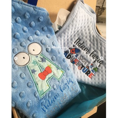 Akishugei Hipster Boys Alpha Applique Taggie Blanket and Dear Son Bib