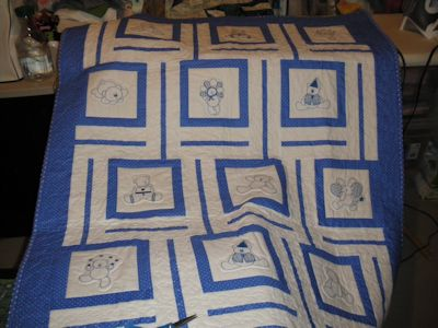 Leslie Redwork Bears Quilt Oct 16